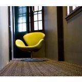 Poltrona Swan Couro Ecológico Amarelo