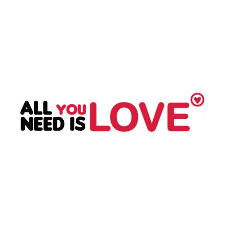 Adesivo de Parede All You Need Is Love Preto Grudado Adesivos