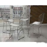 Conjunto de Mesa e 4 Cadeiras Karine Prata & branco
